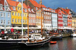 Nyhavn – den gamle kanal med hyggelige restauranter og caféer